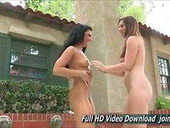 Natalie e Arianna dimostrazione pubblica di affetto