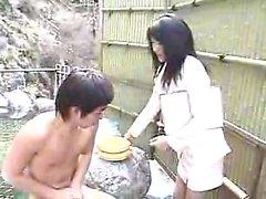 Lustful Oriental Damen ihre Kleider fallen und zeigen ihre