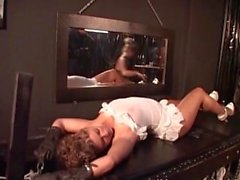 Slutty prostituta fica dominada por kinky coupple