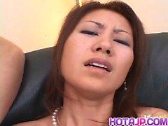 Nana Nanami asiatici ottiene molte Vibratore sul corpo della a mascherata