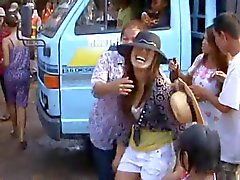 Thaimaa kylän tytöt vilkas tanssi julkisen osa - 2