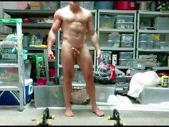 Muscle Dad posiert & Rucken nackt in der Garage
