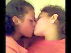 Youtube Lesbian beso 20