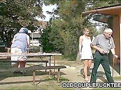 Beber ao ar livre e trio