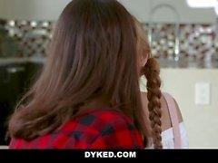 Dyked - Teen follada por Lesbian Sister
