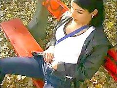 Mujerzuela esposa del mamada en Extraños en Parque