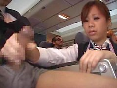 Stewardess ha forzato il pugno in aereo
