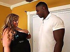 Busty chiari Ciccione di Veronica a Vaughn Cues in su una della BBC