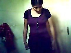 Intialaiset tyttäresi selfie eivät alastomana kuitenkin vaatteet muuttaneet