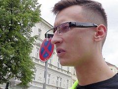 CADELAS no exterior - ucraniano turista adolescente recebe POV fodido