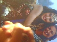Gal Gadot ve Melissa Benoist (Video 2)