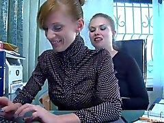 Lesbianas sexo apasionado entre el abogado y secretario