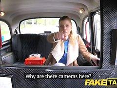 Fake Taxi Nurse in sexy lingerie tem sexo com o carro
