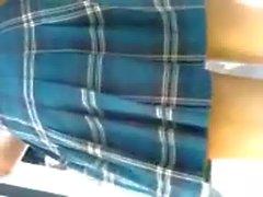 bajo falda estudiante colegiala de secu sin calzones o con tanga
