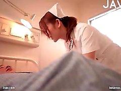 Pechugóa nova japa enfermeiro provocação guy