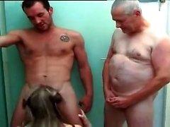 Büyük göğüsler modeli anal toplu tecavüz