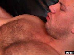 Большой гей оральный секс с кончил