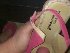 Ejac dans les mukaan Chaussures volees de äiti Voisine ..