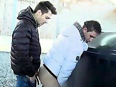 Os meninos novos mijo privada tubos públicos homossexuais Caminhantes de engate Amor T