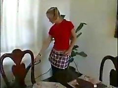 Maids jovens foder o chefe