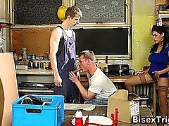 Bisexuell guy skruvarna häck av trioen