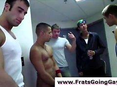 Naked прямой подростков в геев колледж братстве инициировании