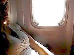 Vilaine se masturber amateur de dans un avion
