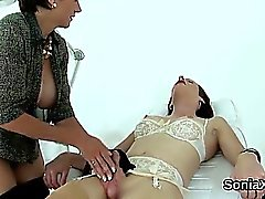 Unfaithful british milf dame sonia expose son boo surdimensionné