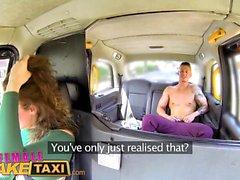 Kvinna Fake Taxi Sexy manliga stripper cums på förare munnen