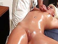 Massageado oleada -e- foda ... video.mp4