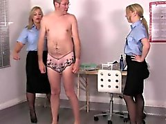 Femdoms de uniforme assfinger sissyboy