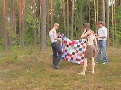 Любительское German втроем в лесом