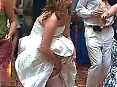 Reella Heta till Brides Upskirts !