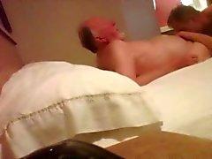 Piilotettuja nokka 86 vuosi vanhoja isoisä huomi- motellihuoneessa