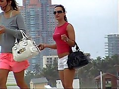 Di 2 I turisti alla del sud della spiaggia
