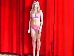 Sexy della ceche della gli adolescenti 19yo mostrare le loro gli organismi al casting
