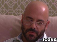 Cornea psychotherapist Adamo Russo scopa il il suo paziente circa