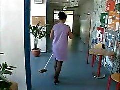 Deutsch Cleaning woman von Jung Typ gefickt