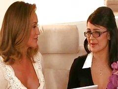 Dirty rijpe lesbische paar krijgt