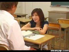 Japon öğretmen her bir öğrenci sikikleri