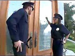Policial P.A.W.G recebe um grande galo na bunda dela