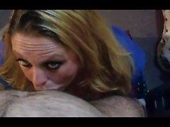Блондинка в POV дает чувственный минет и киска трахал