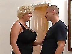 Mature Blonde met enorme tieten
