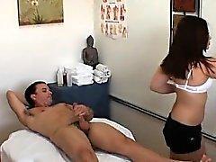 Hot wench bevorzugt Ficken statt Massage durchführen
