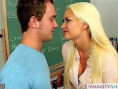 Bir busty blonde bir öğretmen Yaz Özellikleri Brielle facialized olur