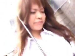Des filles asiatiques chaudes en public