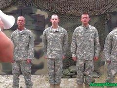 Armee Soldat deepthroating Sergeanten Hahn