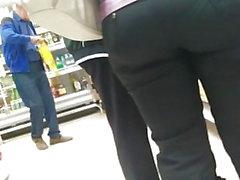 Nice big milfs ass em apertadas calças 2