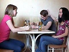 Group gatito- jodiendo dos bitches empapados y muy malvados