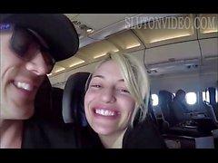 Girlfriend сосёт член на аэроплане